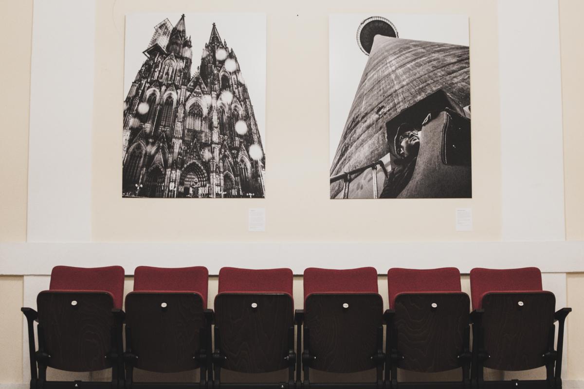 Volksbühne am Rudolfplatz, Ausstellung Über(all) Köln, Björn Heuser, Luftkind, Streetphotografie