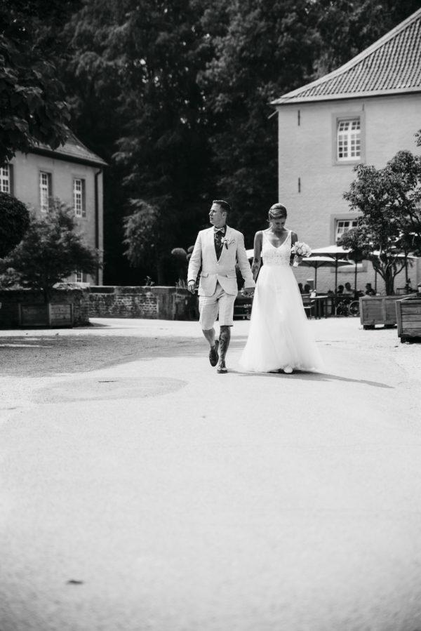 Heiraten, Hochzeitsreportage, Hochzeitstag, Paarshooting, Hochzeitskleid, Hochzeitsfotografie, Standesamt