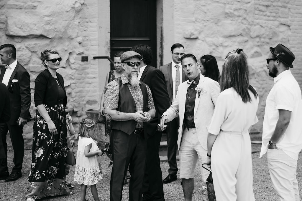 Heiraten im JuniVintagehochzeit, Heiraten, Hochzeitsreportage, Hochzeitstag, Paarshooting, Hochzeitskleid, Hochzeitsfotografie