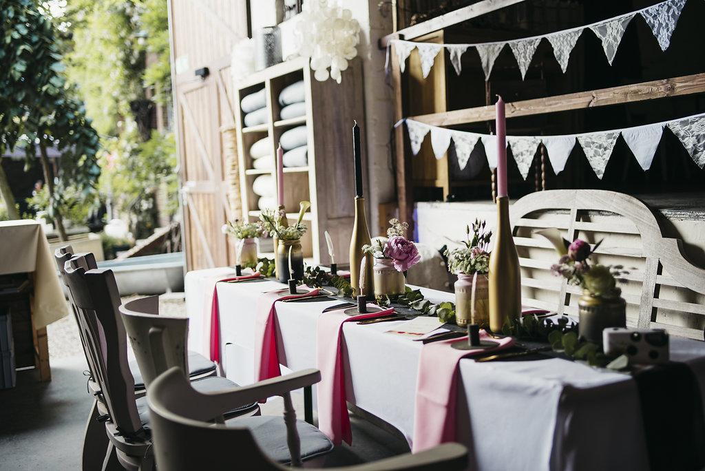 Heiraten im JuniCafé Floral, Vintagehochzeit, Heiraten, Hochzeitsreportage, Hochzeitstag, Paarshooting, Hochzeitskleid, Hochzeitsfotografie