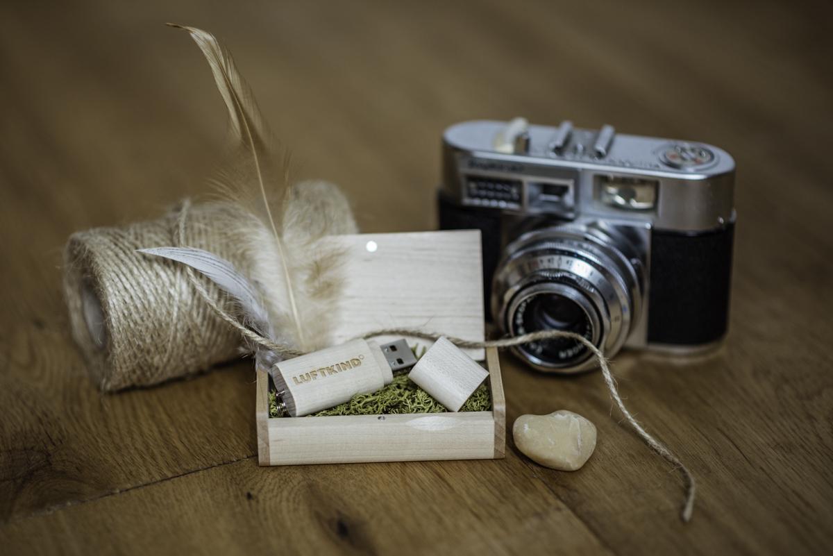 USB Stick mit Hochzeitsfotos